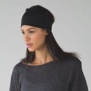 Lululemon black fringe fighter headband